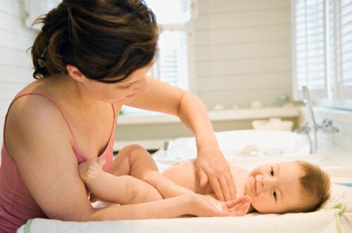 Kinh nghiệm lựa chọn sản phẩm chăm sóc da cho bé mẹ cần biết