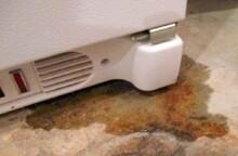 Làm gì khi tủ lạnh Toshiba bị chảy nước dưới sàn nhà