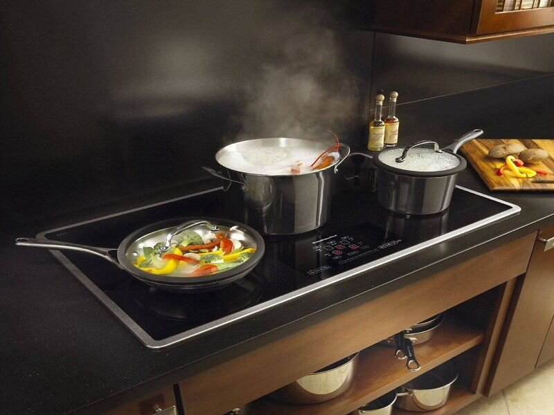 Bảng điều khiển cảm ứng nhạy bén trên bếp từ Malloca