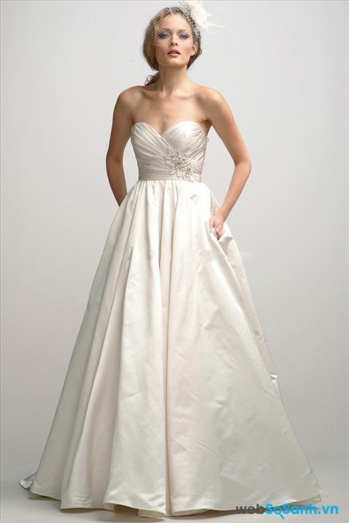 Mẹo chọn váy cưới cho cô dâu dáng quả táo L8f85aevzuyob