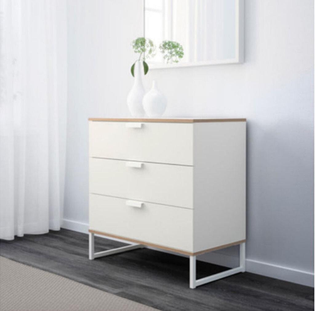 Tủ được thiết kế với gam màu trắng nhẹ nhàng tinh tế và dễ trang trí (Nguồn: terrarossavermont.net)