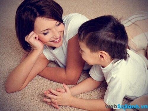 Làm cách nào để trẻ chia sẻ chuyện ở trường?