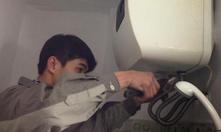 Làm thế nào để tự vệ sinh và bảo dưỡng bình nóng lạnh đúng cách