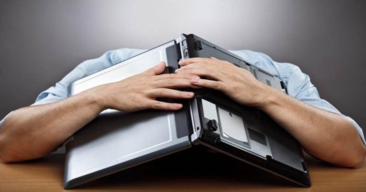 Laptop tự tắt nguồn: Nguyên nhân và cách khắc phục