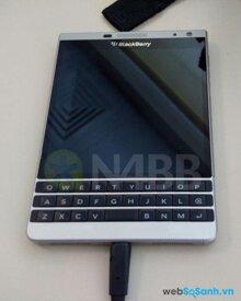 Lộ diện thiết kế BlackBerry Oslo nhiều nét tương đồng với Passport