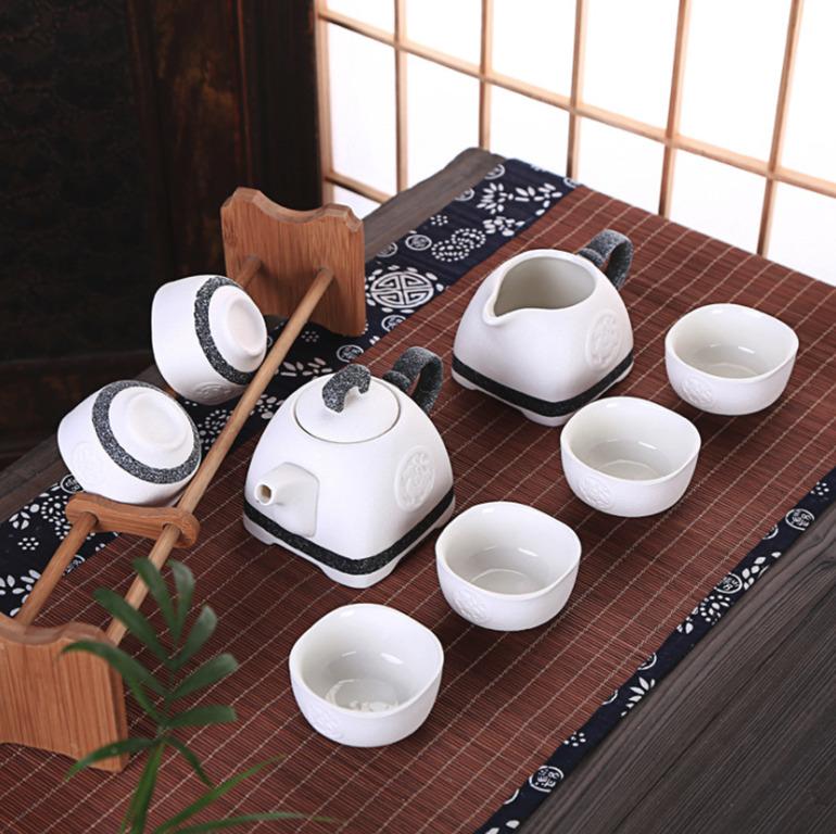 ấm trà sứ hoa văn phong cách nhật bản