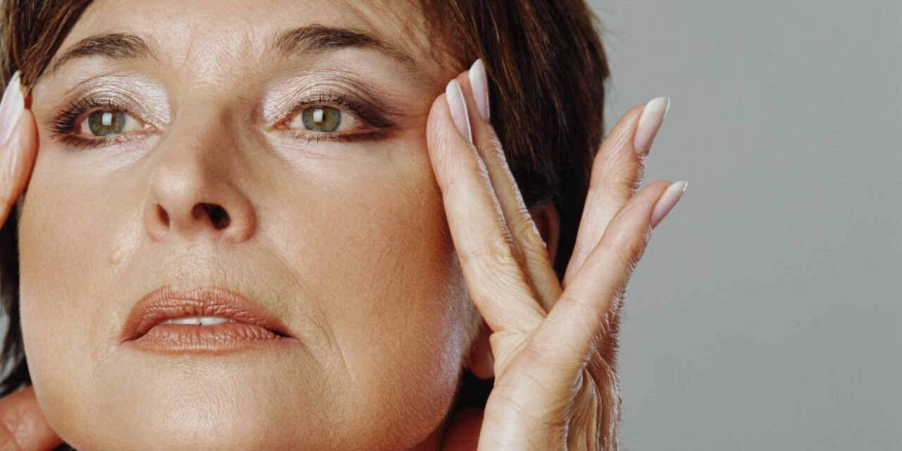 Massage cơ mặt chống nhăn