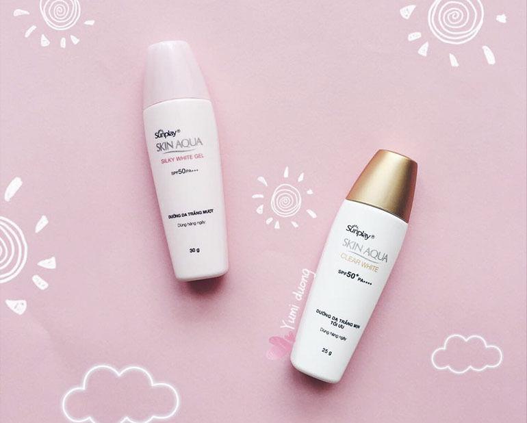 Kem chống nắng cho da khôSunplay Skin Aqua Silky White Gel SPF50, PA+++ được chiết xuất từ lá trà xanh, cung cấp vitamin cho da, ngoài ra nó còn bổ sung collagen giúp da thêm mềm mượt mịn màng trông thấy