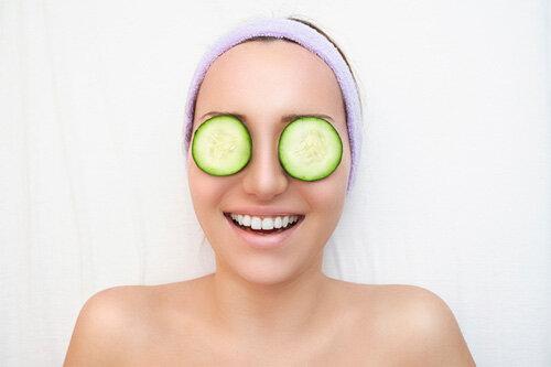 Mách bạn 3 cách trị thâm quầng mắt đơn giản từ nguyên liệu trong bếp
