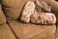 Mách bạn cách làm sạch vải bọc sofa nhanh chóng và hiệu quả