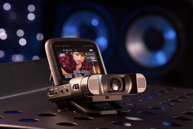 Máy quay bỏ túi dành cho phóng viên ảnh, blogger và nghệ sĩ biểu diễn