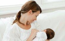 Mẹ sau sinh bị tắc tia sữa phải làm sao?