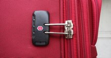 Mẹo hữu ích giúp bạn mở vali khi quên mã số bảo mật