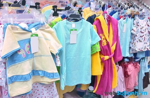 Mẹo tiết kiệm cho cha mẹ khi mua áo cho trẻ