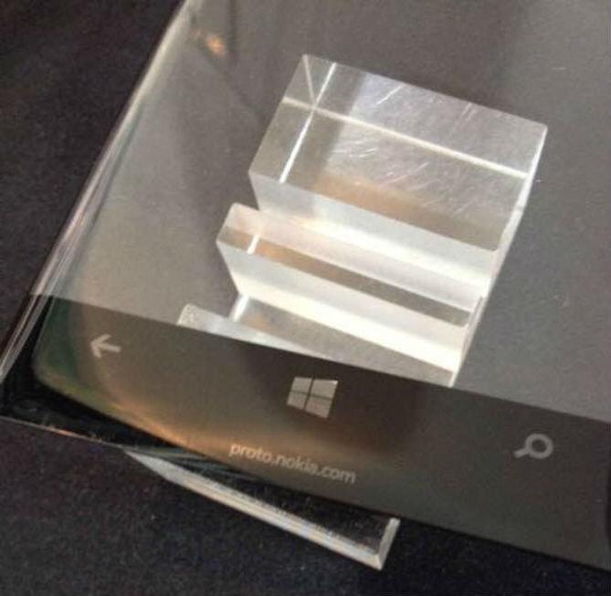 Microsoft đang phát triển smartphone cao cấp màn hình cong