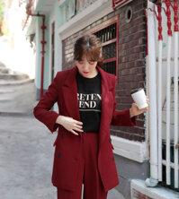 Mix áo khoác blazer với áo phông thôi mà cũng ti tỉ cách hay ho