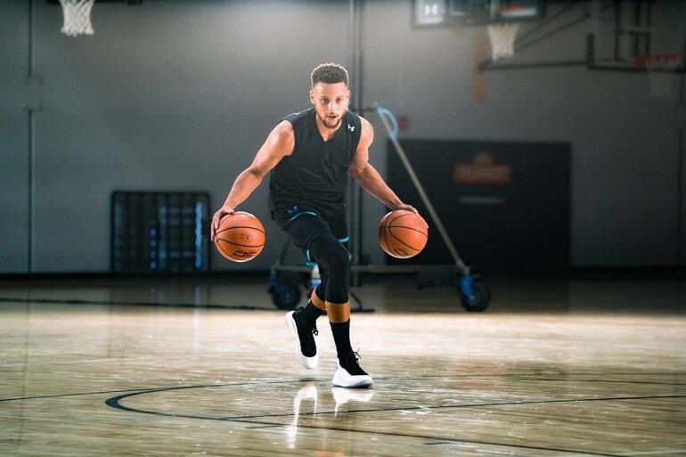 Quả bóng rổ là dụng cụ không thể thiếu nếu muốn chơi bóng rổ