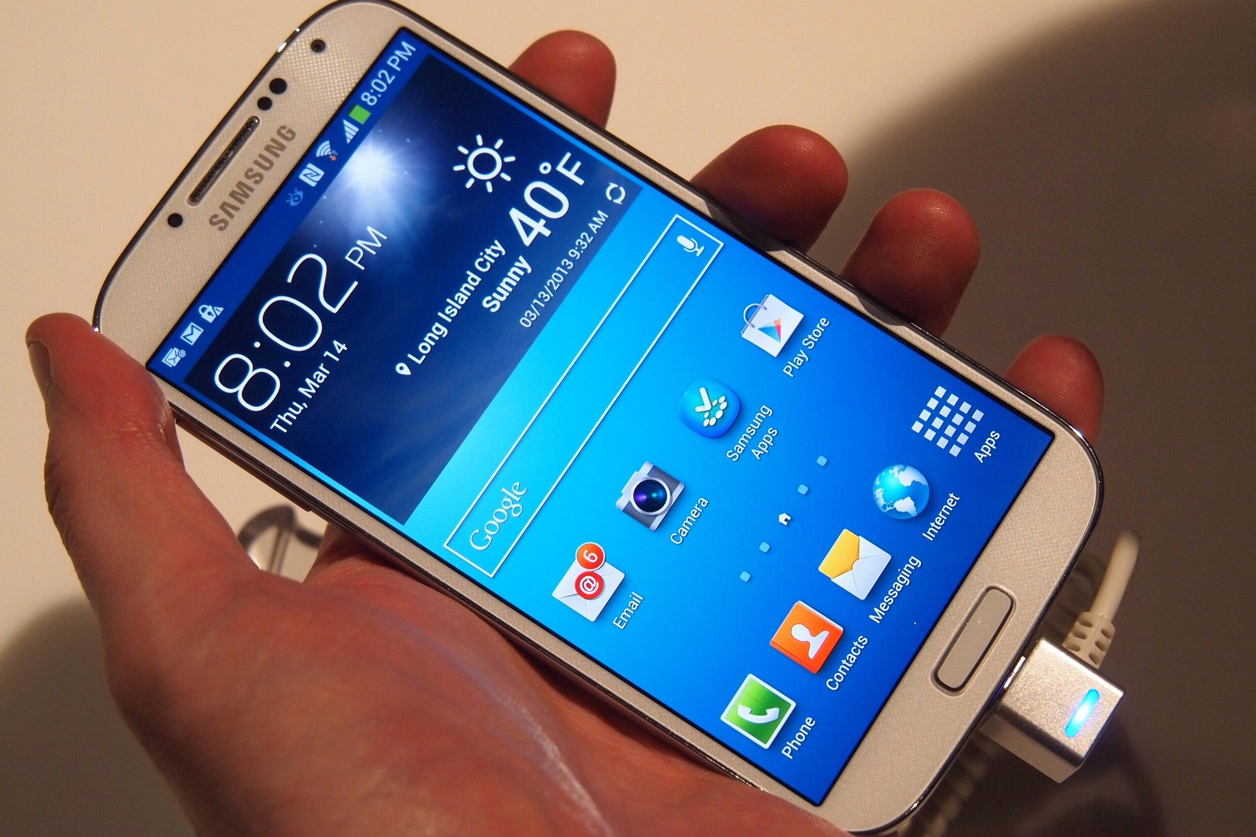 Mở hộp Galaxy S5 màu vàng chính hãng