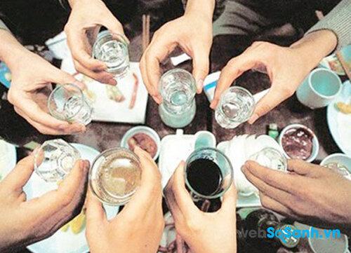 Một vài mẹo nhỏ giúp bạn chống say xỉn ngày tết