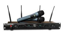 Mua micro karaoke không dây hiện đại hay micro dây cổ điển?