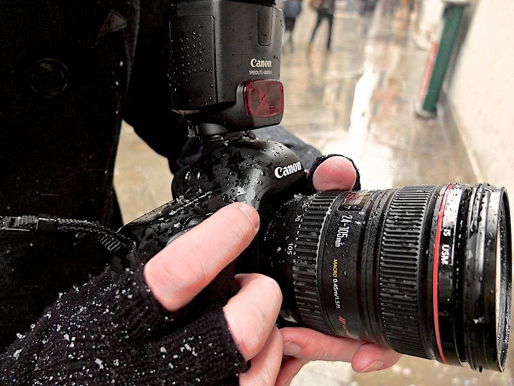 Máy ảnh du lịch cần có khả năng chống nước
