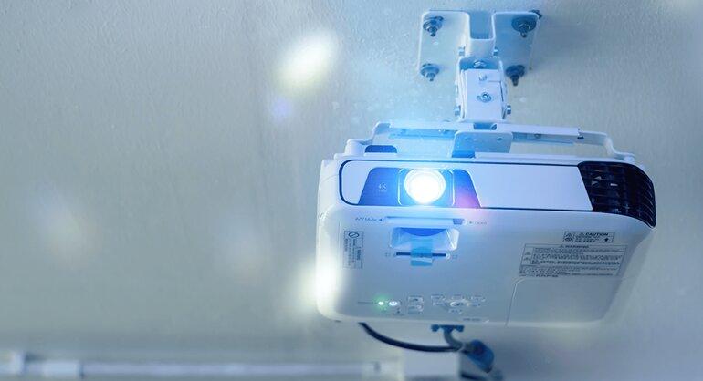 hướng dẫn kiểm tra bóng đèn máy chiếu