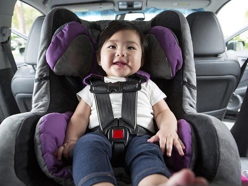 mua ghế ngồi ô tô cho trẻ sơ sinh