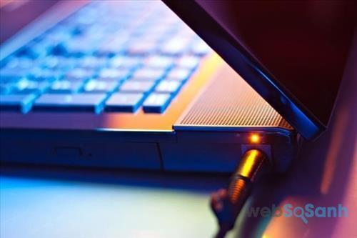 Việc sạc laptop liên tục trong quá trình sử dụng không ảnh hưởng nhiều đến chất lượng pin