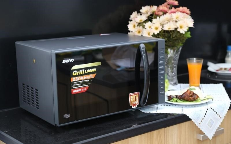 Nấu nướng tiện dụng hơn với lò vi sóng điện tử Sanyo EM-G3650V