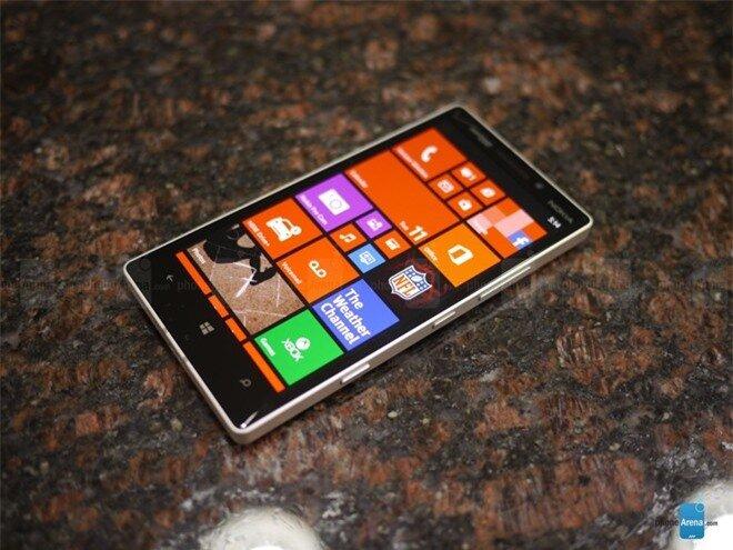 Đập hộp Lumia Icon: Thiết kế nam tính, màn hình đẹp