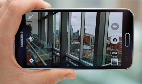 Nên mua Asus Zenfone Selfie hay Samsung Galaxy S5?