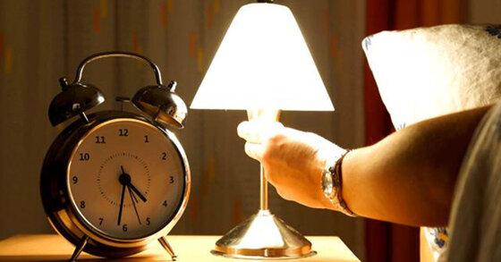 Nên mua đèn ngủ treo tường hay đèn ngủ để bàn