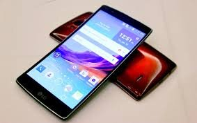 Nên mua HTC One M9 hay LG G Flex 2 ?