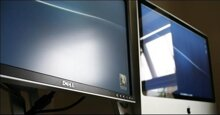 Nên mua laptop màn hình gương hay nhám?