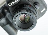 Nên mua lens 35mm hay 50mm f1.8 cho máy ảnh Canon?