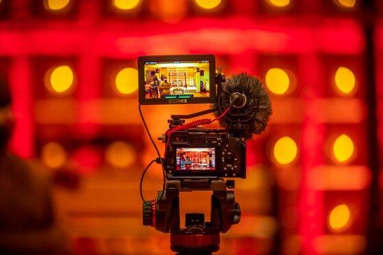 Nên mua máy quay phim của hãng nào tốt giữa Sony, Canon hay Toshiba?