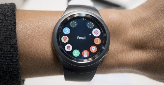 Nên mua smartwatch nào để làm quà tặng?