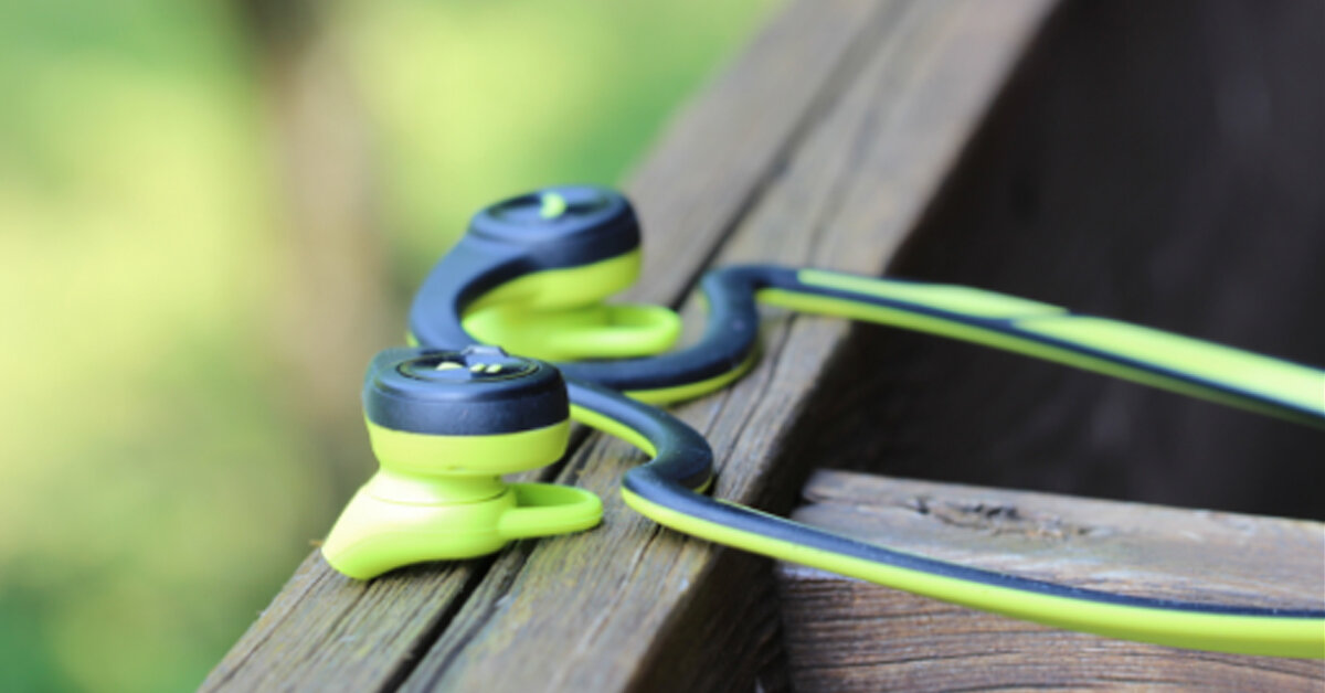 Nếu bạn phải tập luyện những môn thể thao có tác động mạnh thì chiếc tai nghe pin lâu giá tốt Platronics BackBeat Fit này sẽ là một lựa chọn không thể bỏ qua được