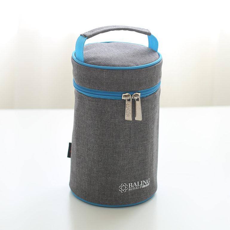 Giữ ấm bình sữa cho bé bằng túi ủ bình sữa chuyên dụng tiện lợi.