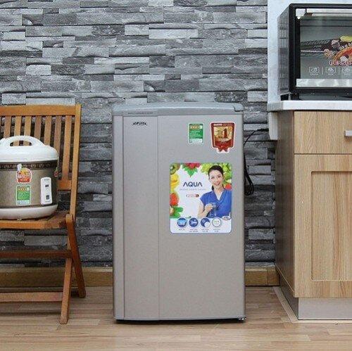 Tủ lạnh Aqua 90 lít thiết kế gọn gàng.