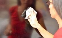 Những điều cần biết khi vệ sinh màn hình Tivi