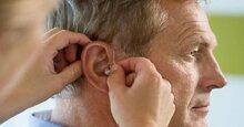 Những cần lưu ý vệ sinh máy trợ thính cho người điếc nặng