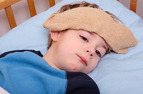 Những điều mẹ cần biết khi điều trị sốt xuất huyết cho trẻ tại nhà