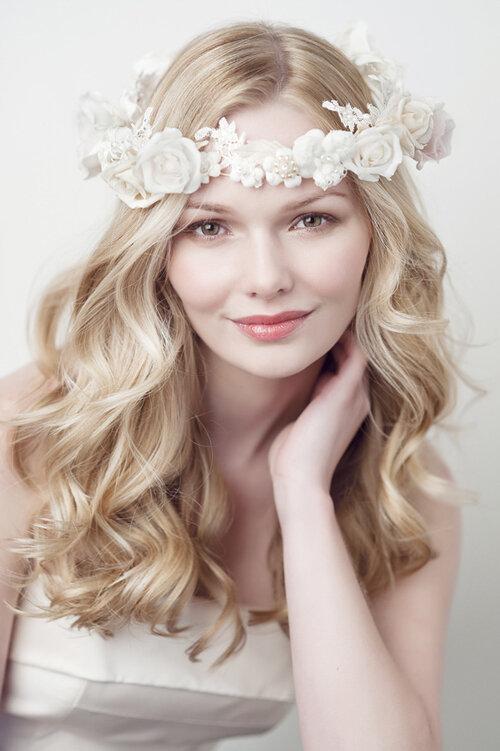 Những kiểu tóc cô dâu đơn giản nhưng không bao giờ lỗi mốt