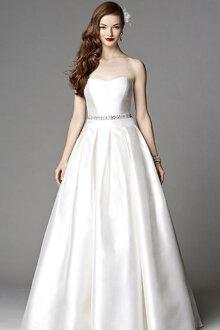 Những mẫu váy cưới tuyệt đẹp cho cô dâu có dáng quả chuối