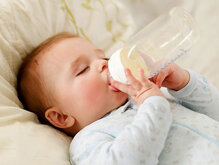 Những sai lầm mẹ thường mắc phải khi pha sữa cho bé