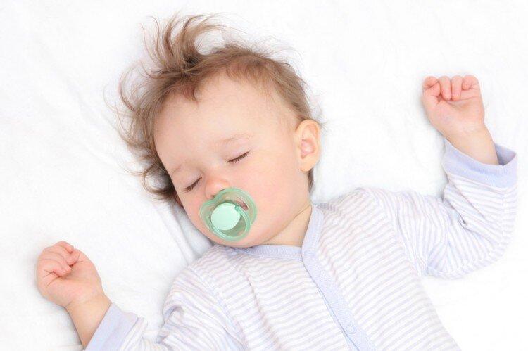 Những ưu và nhược điểm khi cho bé sử dụng ti giả