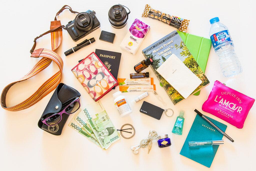 Những vật dụng con gái không thể thiếu trong túi xách mùa hè