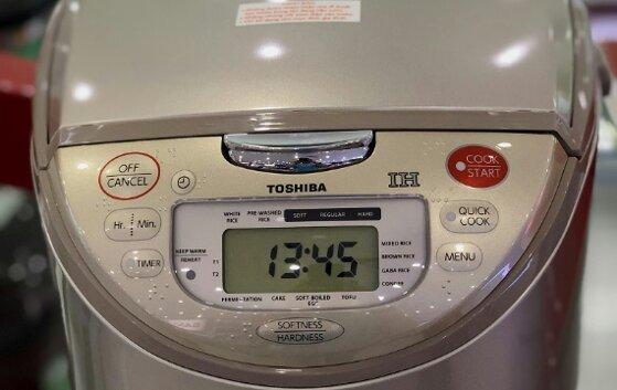 Nồi cơm điện tử cao tần Toshiba RC-18RHW có tốt không, giá bán?