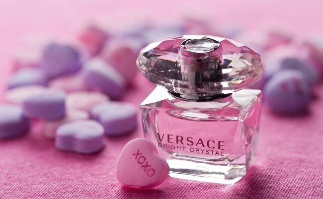 Nước hoa Versace Bright Crystal – hương thơm ngọt ngào của hoa cỏ